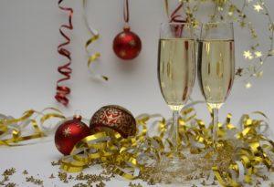Spiele Weihnachtsfeier.3 Lustige Spiele Die An Keiner Weihnachtsfeier Fehlen